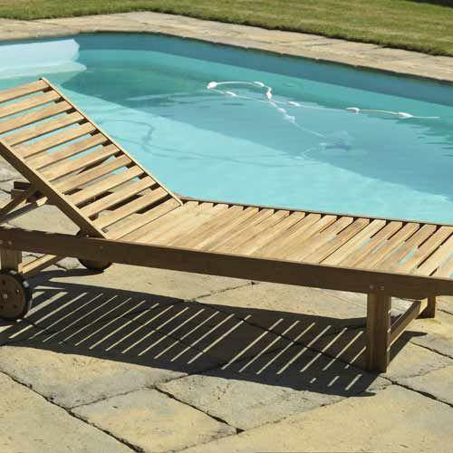 Cet élégant bain de soleil en teck est très esthétique et donnera une petite touche tropicale à votre extérieur, vous permettant de vous reposer et de profiter confortablement de moments ensoleillés au bord de votre piscine.
