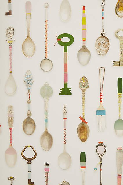 Cucchiai, zucchini, chiavi e forchette decorativi e #vintage. Teaspoons, spoons, keys and forks, decorative and vintage. Carta da parati/Wallpaper: Teaspoons Wallpaper, @dittemaigaard for @anthropologie #vemmulticolore