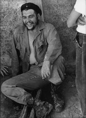 Foto del Che entre sus camaradas