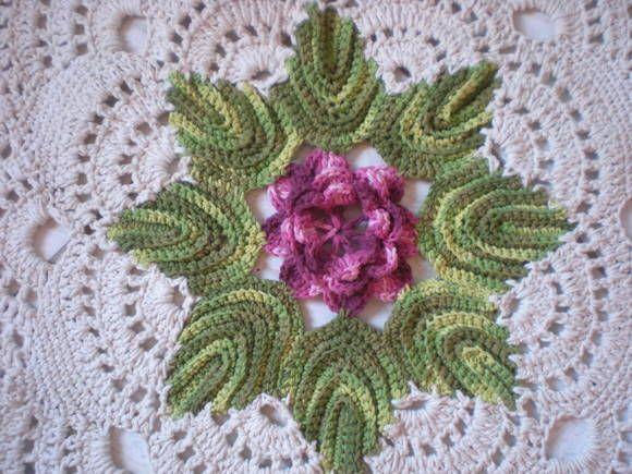 Tapete de barbante,redondo com uma flor: De Barbanteredondo