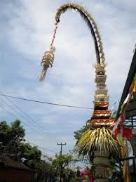 "What is Penjor ??? ""it is the unique culture in Bali"" Penjor Bali is a bamboo pole decorated with coconut leaves and the earth, is one means Upakara in celebrating Galungan and Kuningan festival and is a symbol of Mount that provides safety and welfare At every celebration of the feast of Balinese Galungan and"