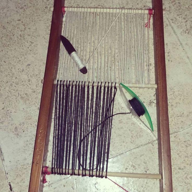 Membuat Gelondongan Benang ( Bobbin Weaving )
