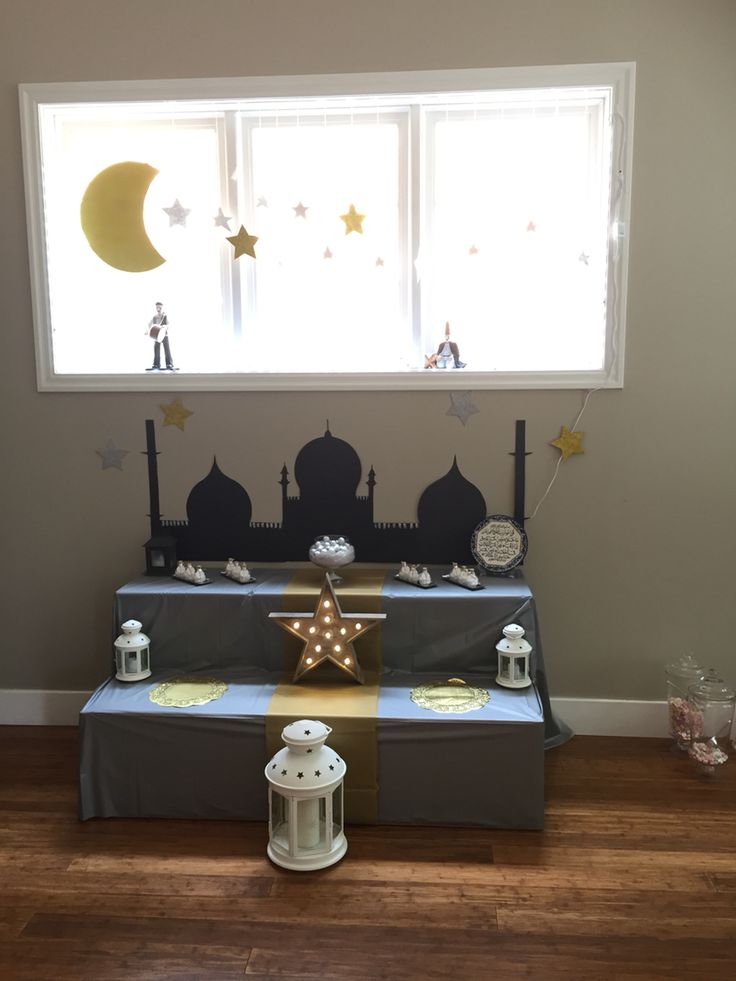 Decoration for eid alfitter This is really cool. I might make something like this to display all our eid gifts.