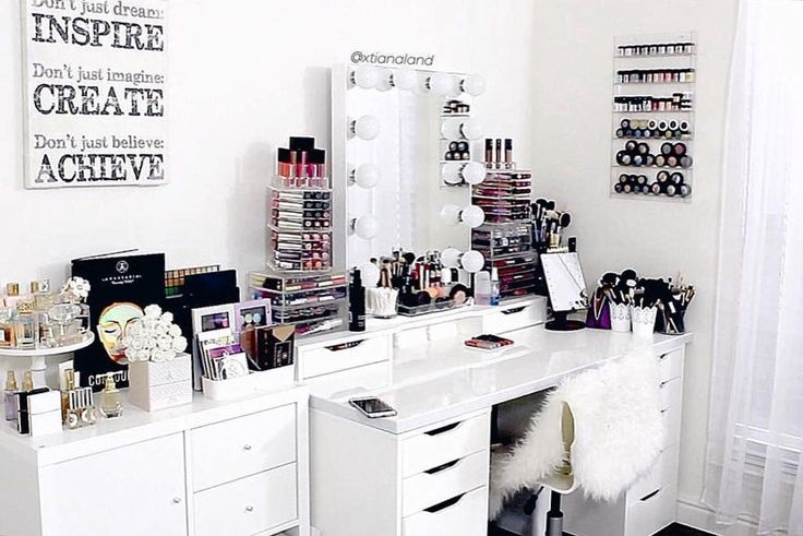 If you haven't seen @xtianaland's awesome vanity room tour yet you can go ahead and check it out at our website along with other featured videos! #repost #vanitytour P.S. All acrylic organizers now ship for free!