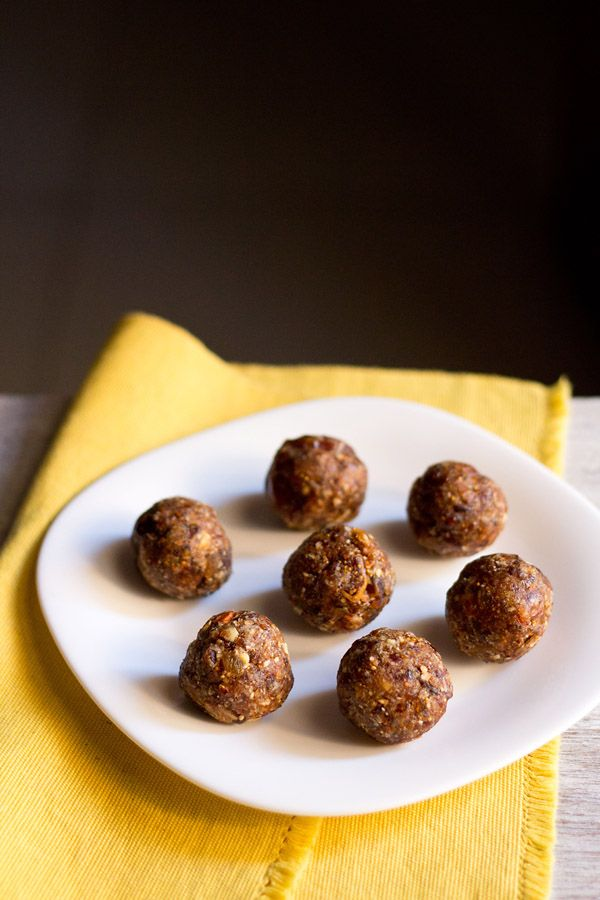 dry fruits ladoo - quick and healthy ladoos you can make for #navratri fasting as well as for #diwali. no ghee/oil and no sugar added in the recipe.