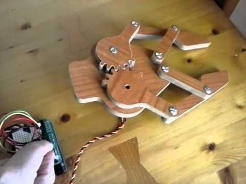 Wooden robot gripper with Arduino - YouTube