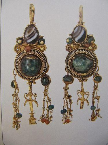 (Ukraine) Historical Treasures of Ukraine. Kiev Gold cornelian & agate Earrings. ca 1st century BCE -1st century CE.