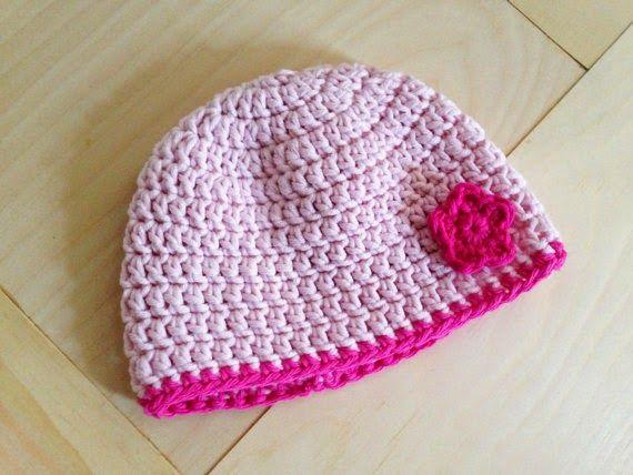 Oggi ho pensato di proporvi un bellissimo progetto, un berretto per bambina (può essere realizzato anche per bambino senza il motivo a fiori...