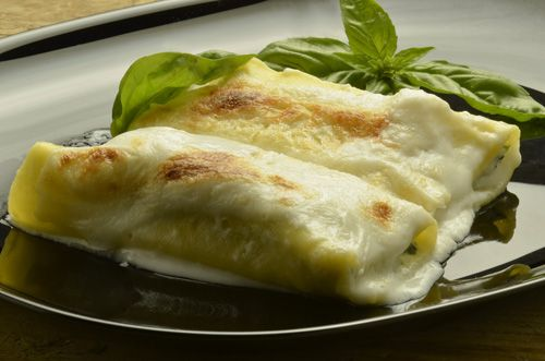Traditional Italian Chicken Cannelloni (Cannelloni al Pollo) | Enjoy this authentic Italian recipe from our kitchen to yours. Buon Appetito!