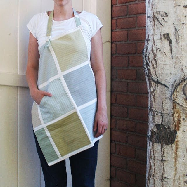 A symmetrical apron.  With tutorial.  LOVE!