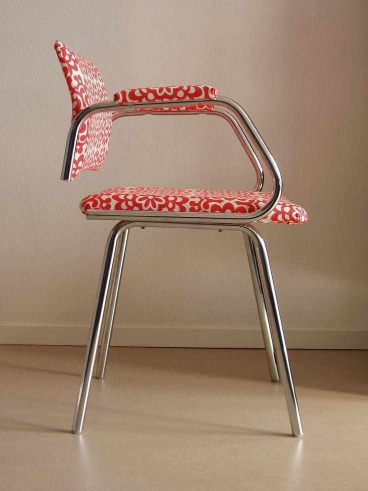 "<span>Retro židle | <a href=""http://img.flercdn.net/i2/products/2/3/7/99732/1/5/1556541/o_1300197185.6508-a0c51d40dd80dd4.jpg"" target=""_blank"">Zobrazit plnou velikost fotografie</a></span>"