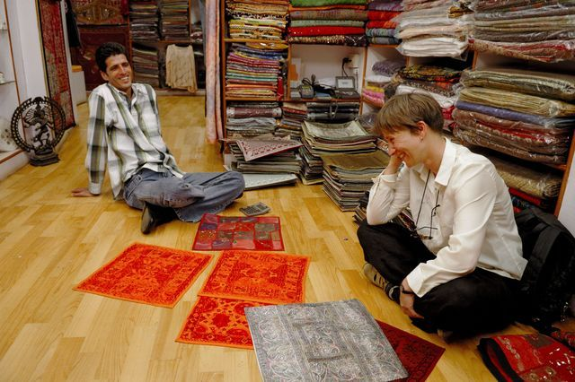 Haggling or bargaining in India is a very important, and even expected, part of shopping in India's markets. Here's the best way to go about it.