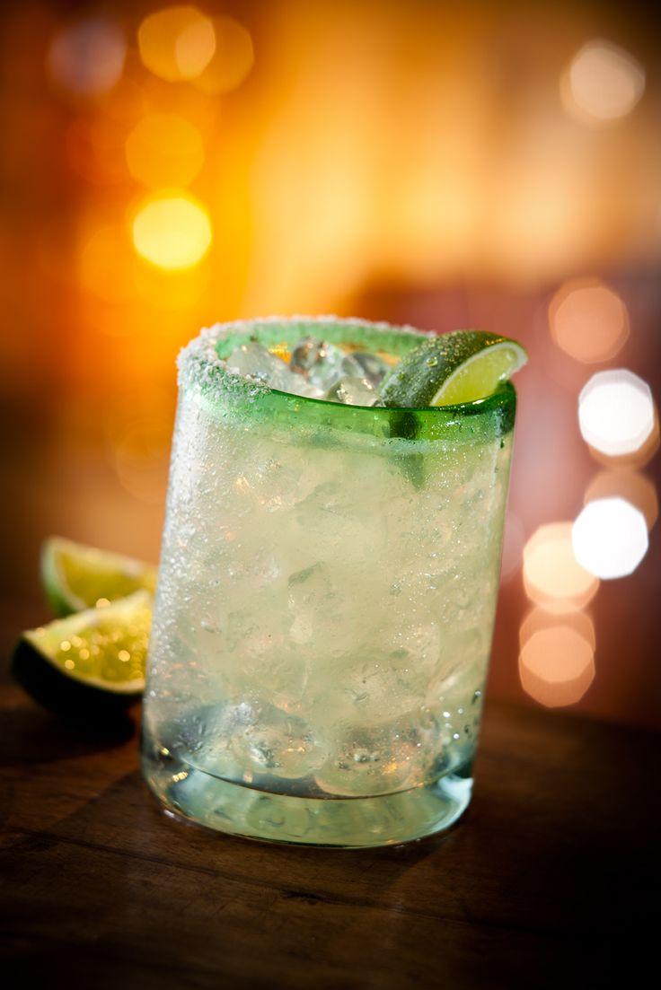 Skinny Patron Margaritas: Patron Reposado Tequila, fresh lime juice and sugar-free triple sec. Only 110 calories! #Chilis