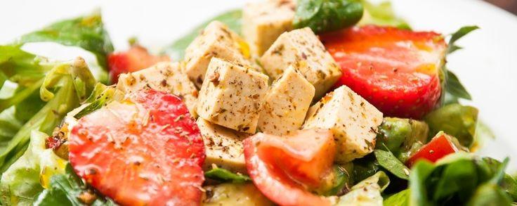 Veganistische kaas recept van tofu, feta stijl #vegan #veganistisch #tofu #salade #snack #tapas #natuurlijk #gezond #amanprana #noblehouse