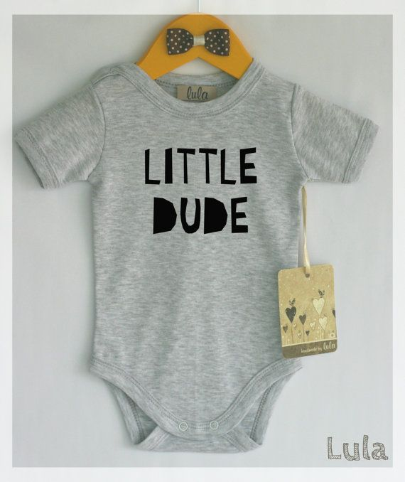 Little dude baby clothes. Modern baby clothes por HandmadeByLula