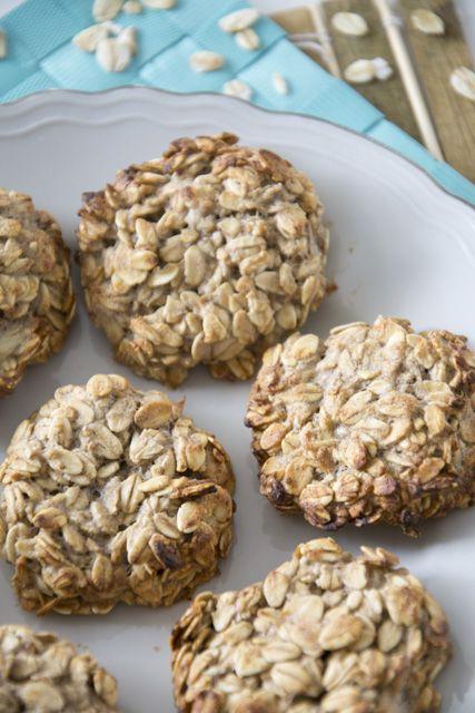 Healthy 2 ingredient oat-banana cookies