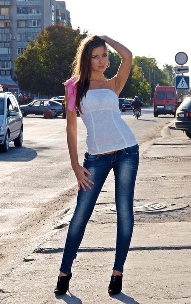http://moldave.tumblr.com - Proprio così, le ragazze della moldavia sono belle e curano molto il proprio corpo. Questa ragazza ha un modo di vestire molto sportivo ma nel contempo riesce ad essere elegante, attraente e molto provocante!