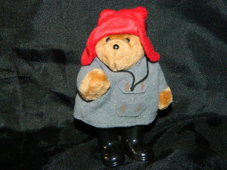 Винтажный Мишка Паддингтон Paddington Bear 1986 Eden Toys Made in Koreа   Медвежонок шарнирный, подвижные руки и ноги.   Сам не мягкий, твердый (пластик обтянутый мехом) одет в фетровая шляпа и серый войлочный плащ, обут в пластмассовые сапоги.   Высота 13см   Производство COPY RIGHT 1986 EDEN TOYS INC. MADE IN KOREA   Цена280гр   #игрушки #toys #Мишка #Паддингтон #Teddy_Bear #TeddyBear #Paddington #EdenToys #PaddingtonBear #Paddington_Bear