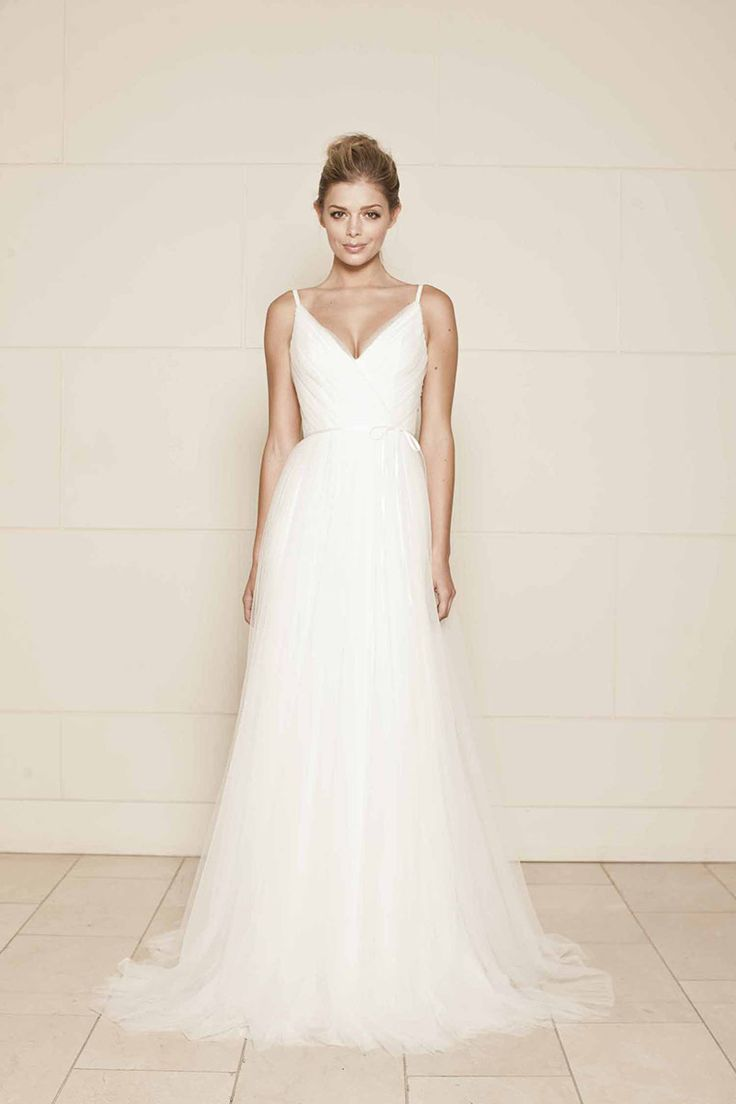 Fresh v neck sleeveless romantic tulle open back simple a line bridal gown