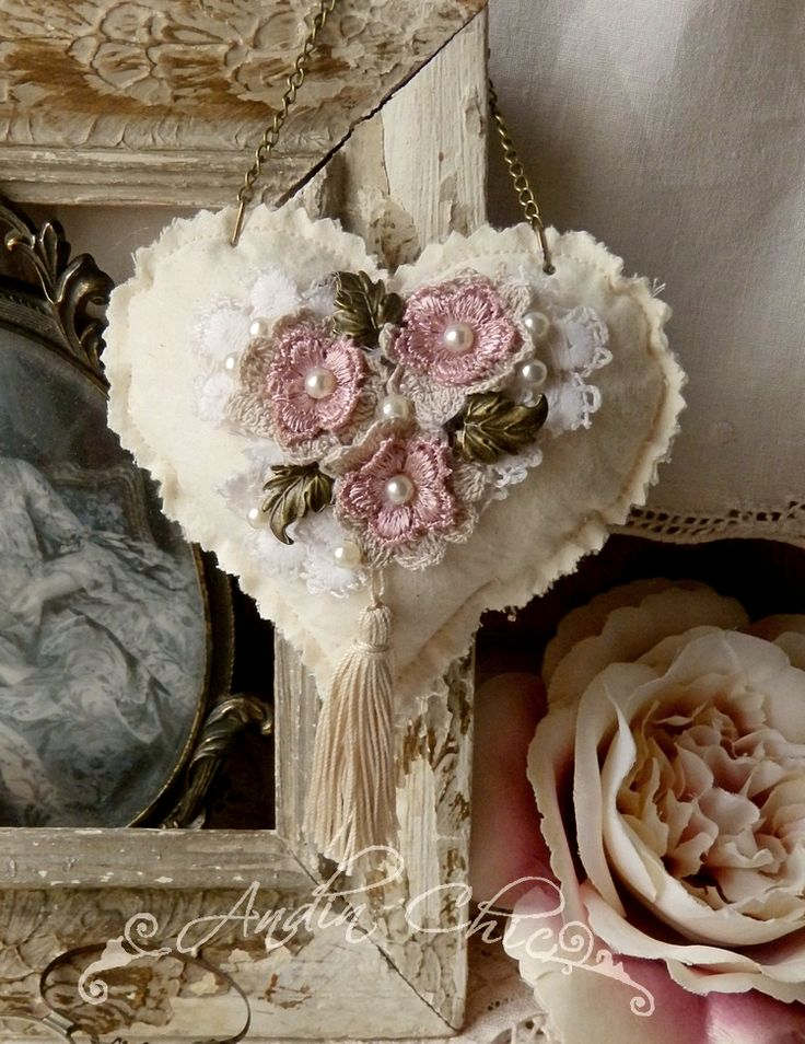 278 best images about shabby chic hearts of all kinds for Cheminee shabby chic