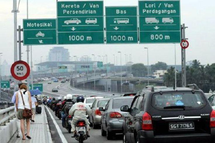 Singapura tak gembira balas balik tindakan Malaysia   Singapura akan melaksanakan tindakan sepadan dengan langkah Malaysia mengenakan caj jalan raya (RC) sebanyak RM20 di dua pintu masuk darat ke Johor  Tambak Johor dan Link Kedua  yang berkuatkuasa hari ini.  Singapura tak gembira caj dikenakan Malaysia  Menurut Channel NewsAsia yang memetik kenyataan Kementerian Pengangkutan caj jalan raya dikenakan Malaysia adalah satu diskriminasi terhadap kenderaan yang didaftarkan di Singapura kerana…