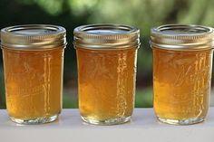 La marmellata di limoni è facilissima da preparare, basta infatti qualche bel limone non trattato, una pari quantità di zucchero e un poco di acqua e...