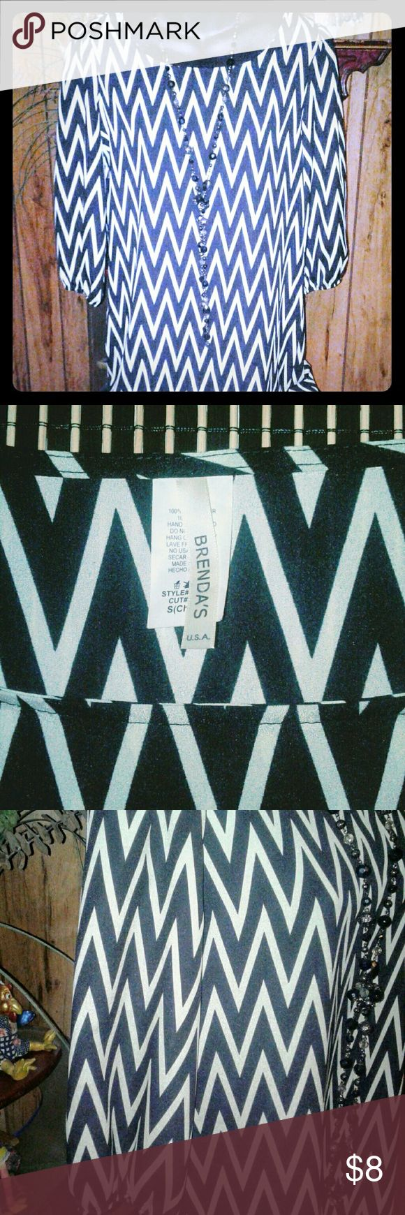 """Brenda's Chevron Print Dress Black & White, Size Small, measures 35"""" from top shoulder seam to bottom hem & 16"""" from shoulder to shoulder, has peasant sleeves, in excellent condition. Brenda's Dresses Mini"""