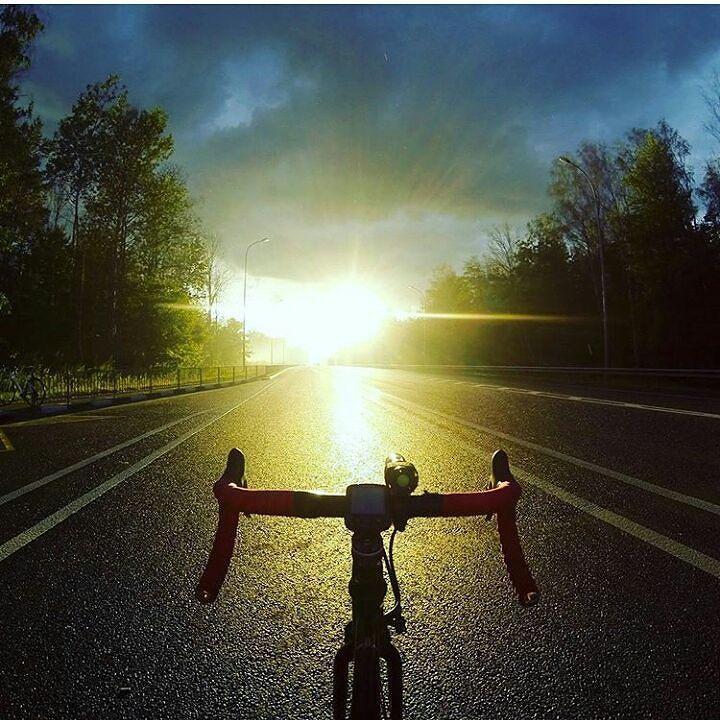 To keep your balance tou must keep moving! #velobuddy #cyclinglife #cycling #cyclingphotos #ilovemybike #ilovecycling #bikelife #biking #tourdefrance #bikeworld #biker #stravacycling