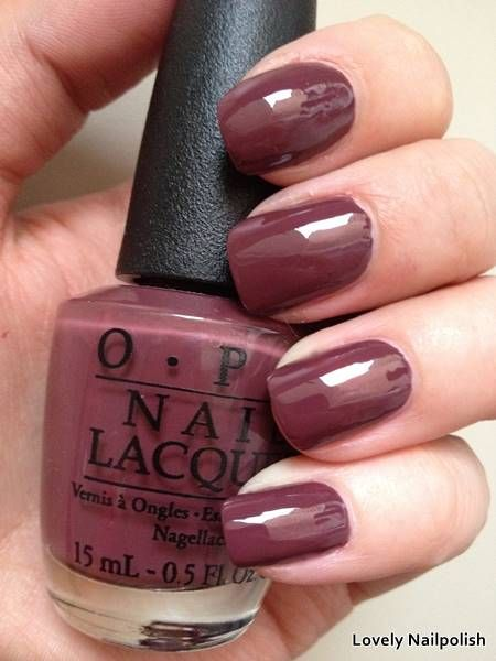 OPI OPI scores a goal! | Herfst swatches: donker paarse nagellak