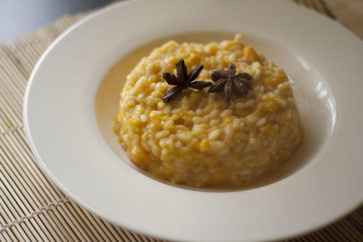 Ecco la ricetta per preparare il risotto alla zucca con il Bimby. Si tratta di un primo piatto da preparare per Halloween e non solo. Scoprite le dosi e i tempi giusti per portare in tavola un risotto gustoso e cotto a puntino.