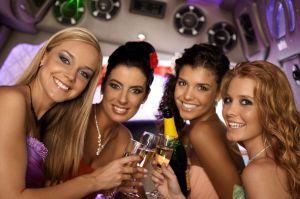 """Partybus na Wieczór panieński w opcji """"wynajem na czas"""" to idealna opcja dla chcących imprezować w wielu miejscach. Nie czekaj! Wsiądź na pokład PartyBus! http://www.partybus.pl/wieczor-panienski/wynajem-na-czas/"""