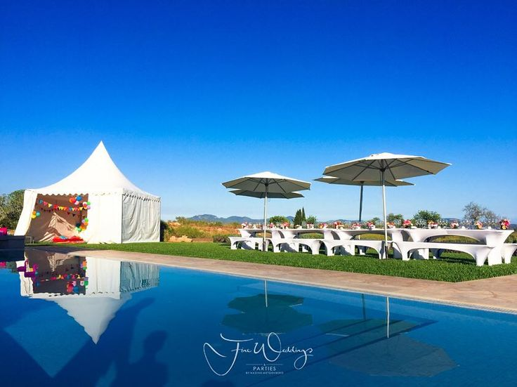 Pool Party is set up. Guest are just about to arrive. We were the happy party planner for this special birthday party on #mallorca in a luxury and private #finca near #campos. Dancing the night away
