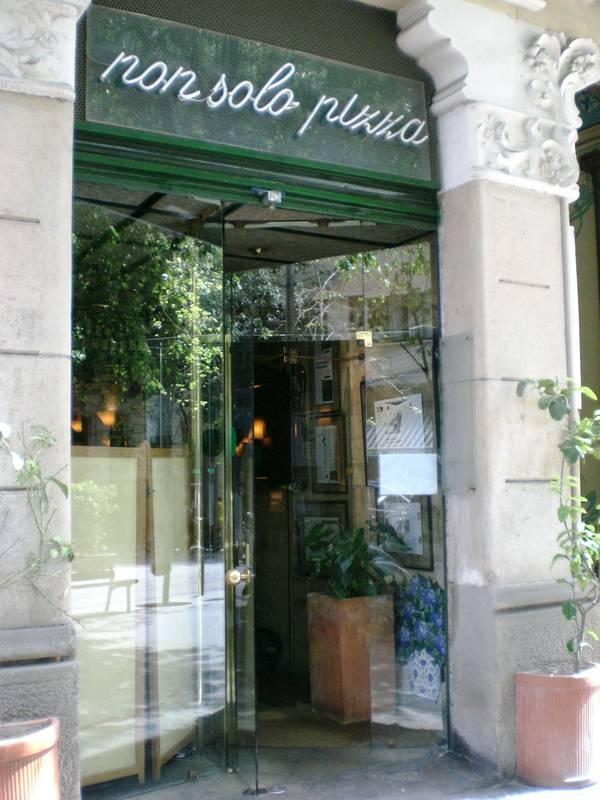 Non solo pizza. Según dicen, es el mejor italiano de Barcelona. Otra más para la lista de pendientes...