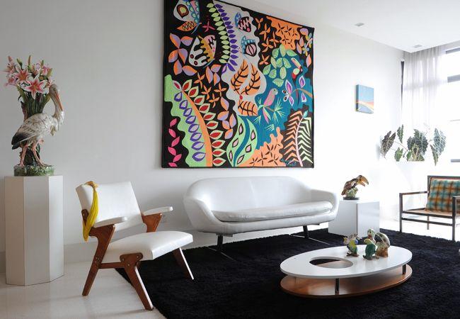 uma ideia de decoração que além de deixar a casa mais bonita ainda pode servir para deixar com um clima mais quentinho, a tapeçaria na parede está com tudo.