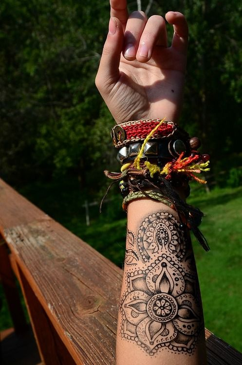 Forearm Henna Flower Beginner Design. Maybe not for a permanent tattoo but henna?