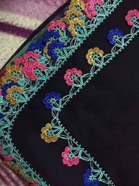 küçük renkli motifli iğne oyası modeli