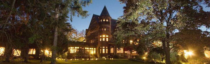 White Springs Manor (2 miles west of Belhurst Castle) Geneva, NY  Belhurst has 2 restaurants, spa, vineyard and winery on location. Manor rooms have TV.