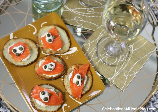 salmon appetizers recipe: Appetizers Recipes, Christmas Cookies, Salmon Potatoes, Recipes Appetizers, Potatoes Bites, Christmas Eve, Christmas Cookin, Man Recipes, Salmon Appetizers