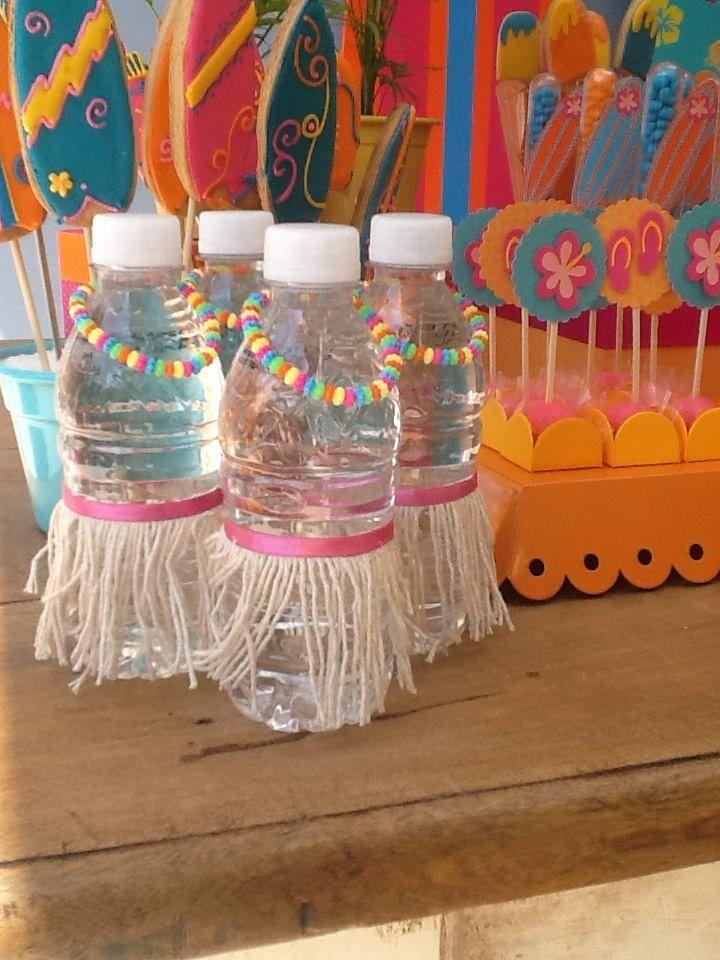 usar sainha ou colarzinho avaiano em miniatura nas jarras de bebidas
