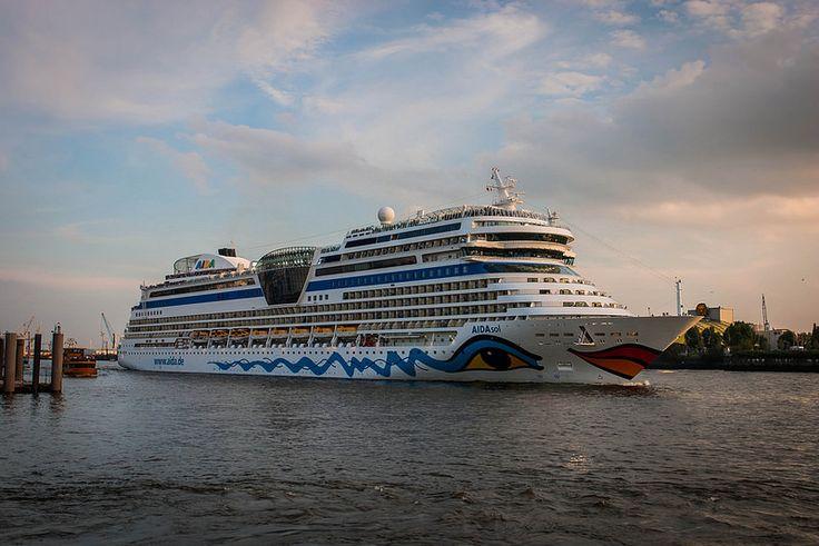 AIDAsol in Hamburg Harbour
