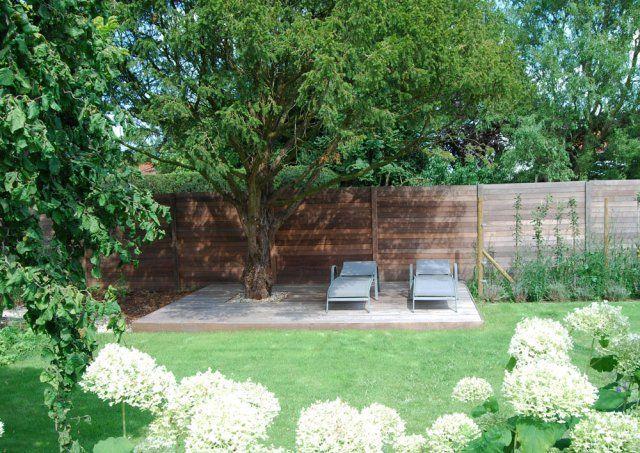 Grote tuinrenovatie met nieuw houten terras