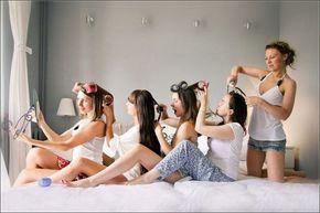 Damas de honor arreglandose -  Divertidas ideas de fotos originales para la Boda