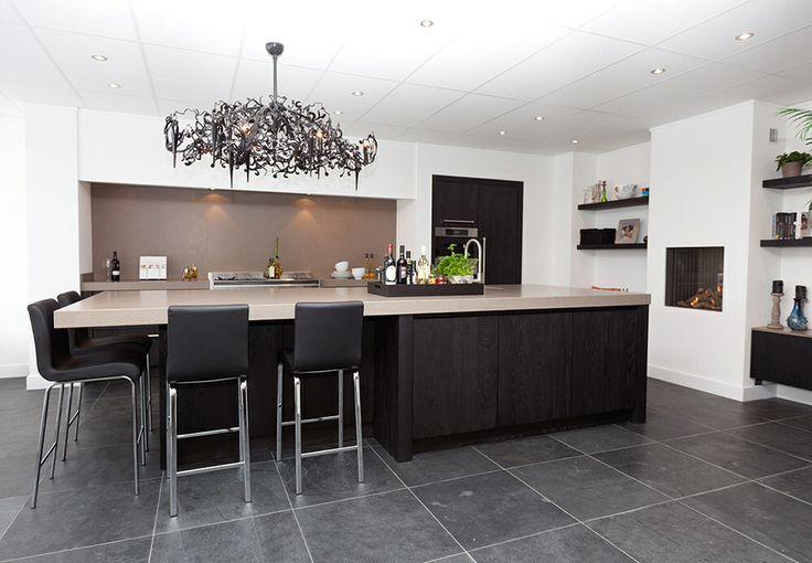 Natuursteen vloer van nibo stone maatwerk keuken van harold lenssen keukens keukens - Eigentijdse keuken tafel ...