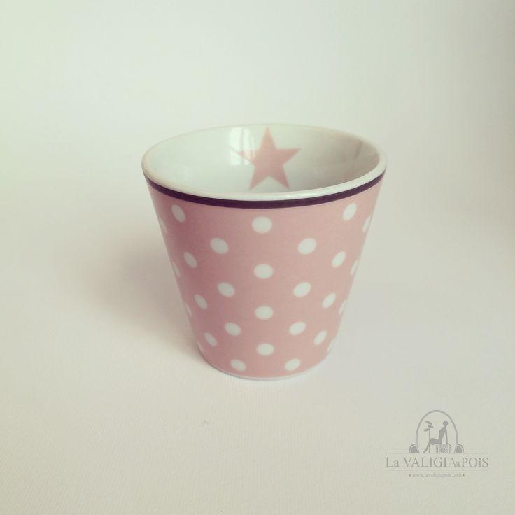 Tazzina per espresso in ceramica rosa con pois bianchi e stella interna rosa.