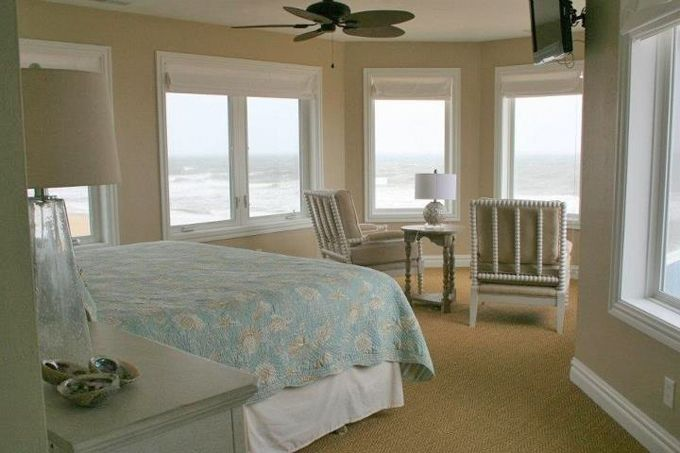 House of Turquoise: EA Interior Designs - what a view. Almost like you are on a ship.