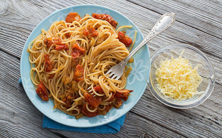 De gezonde voornemens die je op de eerste dag van het jaar maakte alweer aan je laars gelapt? Vandaag krijg je een nieuwe kans, want de vastenperiode is begonnen. Voor het vijfde jaar op rij betekent dat voor heel wat mensen vooral veertig dagen zonder vlees op hun bord. Doe jij ook mee aan Dagen Zonder Vlees? Dan moet je deze vegetarische pasta's eens proberen. Want ook als (tijdelijke) vegetariër mag/moet je af en toe zondigen.