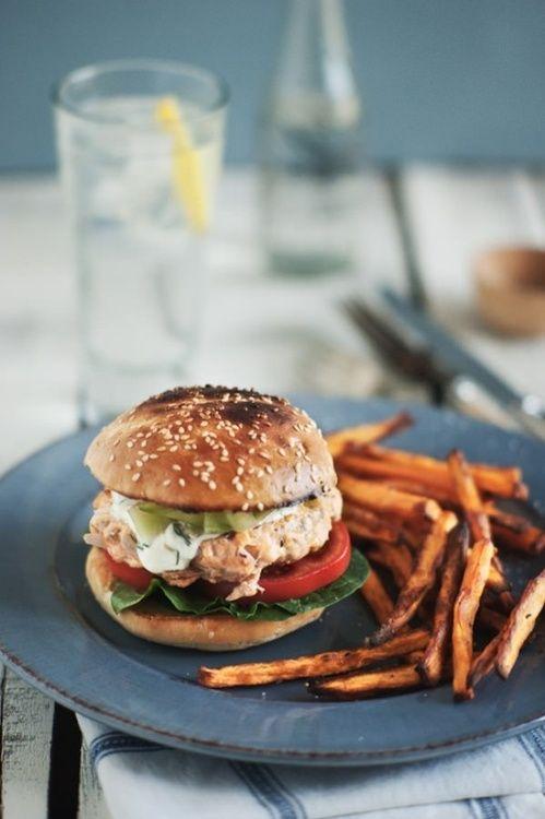 (via Tasty Pescatarian Recipes / Salmon Burgers)