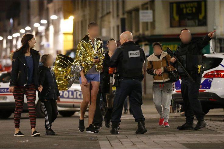 """Des tirs nourris, un centre-ville bouclé et survolé par un hélicoptère: un assaut policier d'ampleur a été lancé mercredi à Saint-Denis, aux portes de Paris, ciblant Abdelhamid Abaaoud, organisateur présumé des attentats qui ont fait 129 morts vendredi.Selon des sources policières, au moins deux forcenés sont morts dont une femme qui s'est fait exploser, un acte sans précédent en France. Elle """"a activé son gilet explosif au début de l'assaut"""", a annoncé le procureur de la République de…"""
