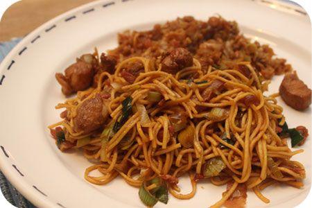 Op dit eetdagboek kookblog : Indische Bami Goreng met Crunchy Spitskool - Dit recept komt van KokkieSlomo, jeetje wat kan die man lekker koken. Neem dus zeker even een kijkje! Het maken van dit duurde wel even maar het is weekend
