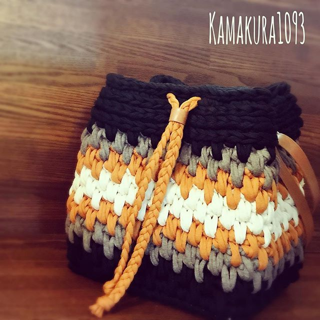 ・ ・ big drawstring bag ・ ・ かなり大きめの巾着バッグ♪ ・ ネイティブカラーで、秋冬のどんな格好にも合わせやすいかな、と ・ ・ ・ ・ ☺︎書籍information☺︎ ・ 著書,半日でサクサクできるズパゲッティバッグ&小物 /講談社 ・ 掲載作品は、 今までいいね♡をたくさん頂いたバッグを中心に、テ ィッシュケースカバーやペットボトルホルダーなどです✨ ・ 編み図はなく、はじめてかぎ針を持つ方も編めるよう、コマ送りの写真でわかりやすい本になっています! ・ くさり編み こま編み 引き抜き編み ・ この3つができればできちゃう作品ばかりです(^^) ・ 皆様、是非よろしくお願いいたします♡ ・ ・ ・ ☺︎湘南モールフィル店イベントのお知らせ☺︎ . ワークショップ第2弾!! . 日程:10月17日(火) 時間:10:30~16:00 講習会は3種類ございます! . ①【要予約】ティッシュケースをつくろう講習会 10:30~12:00(先着5名様) 参加費:2000円(税込) ありがとうございます満員御礼♡ . ②【要予約】ポー...